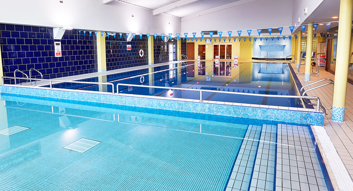 David Lloyd Luton swimming pool