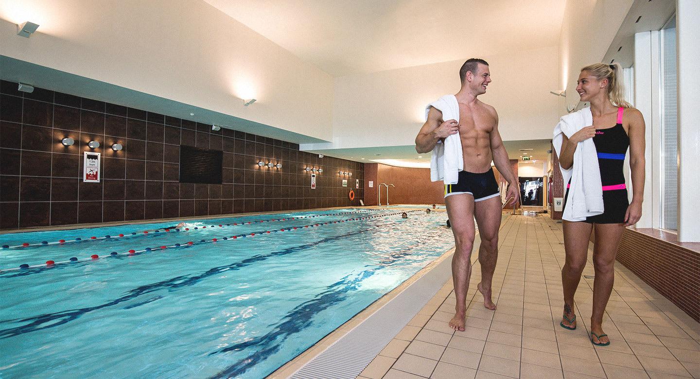 Image of man and woman alongside the pool at David Lloyd Amsterdam