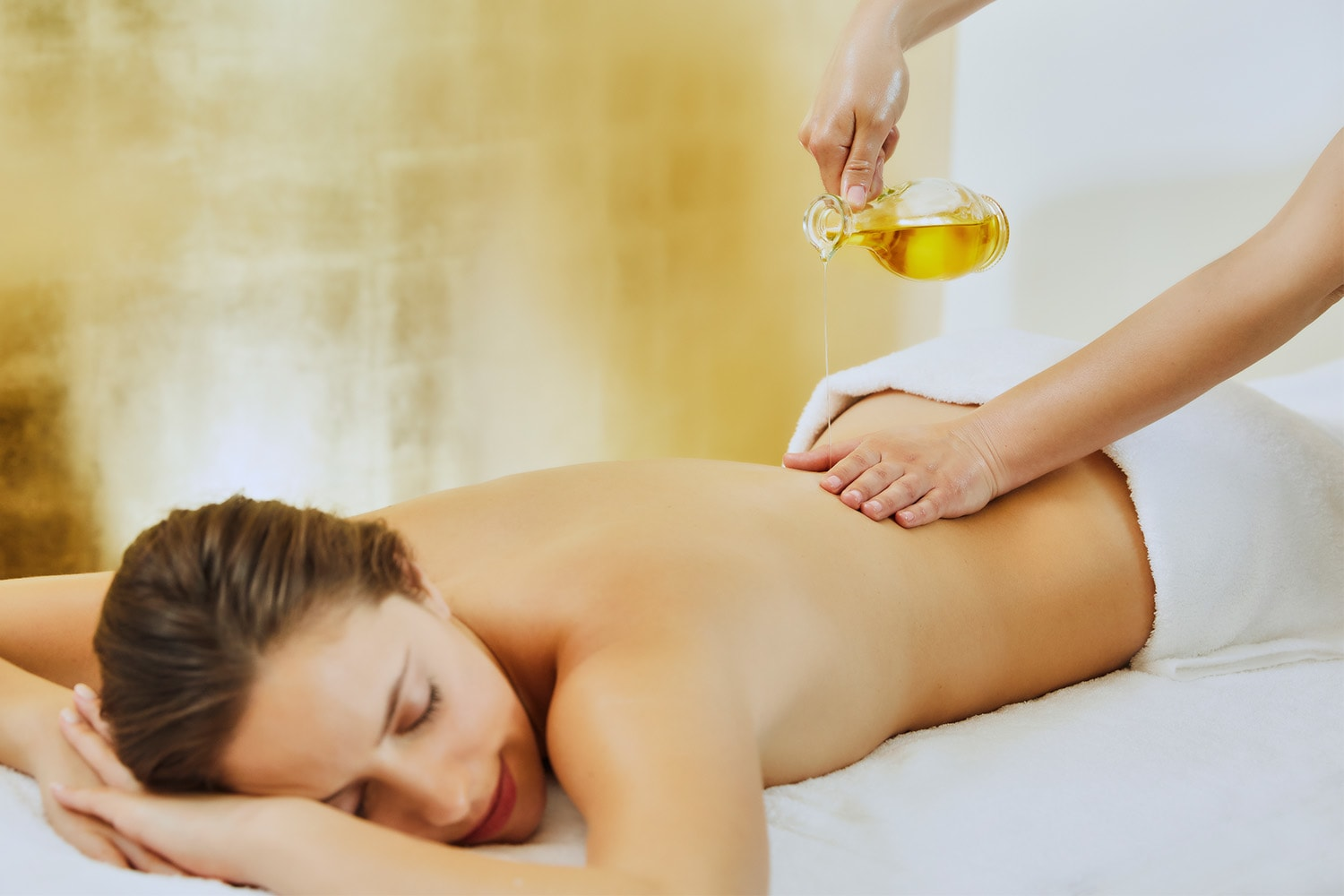 A woman is having an ayurveda massage