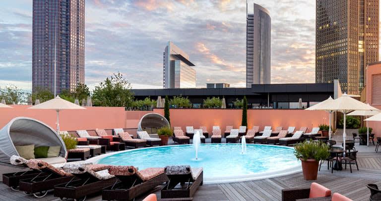 Wellness Außenbereich Meridian Frankfurt Skyline Plaza