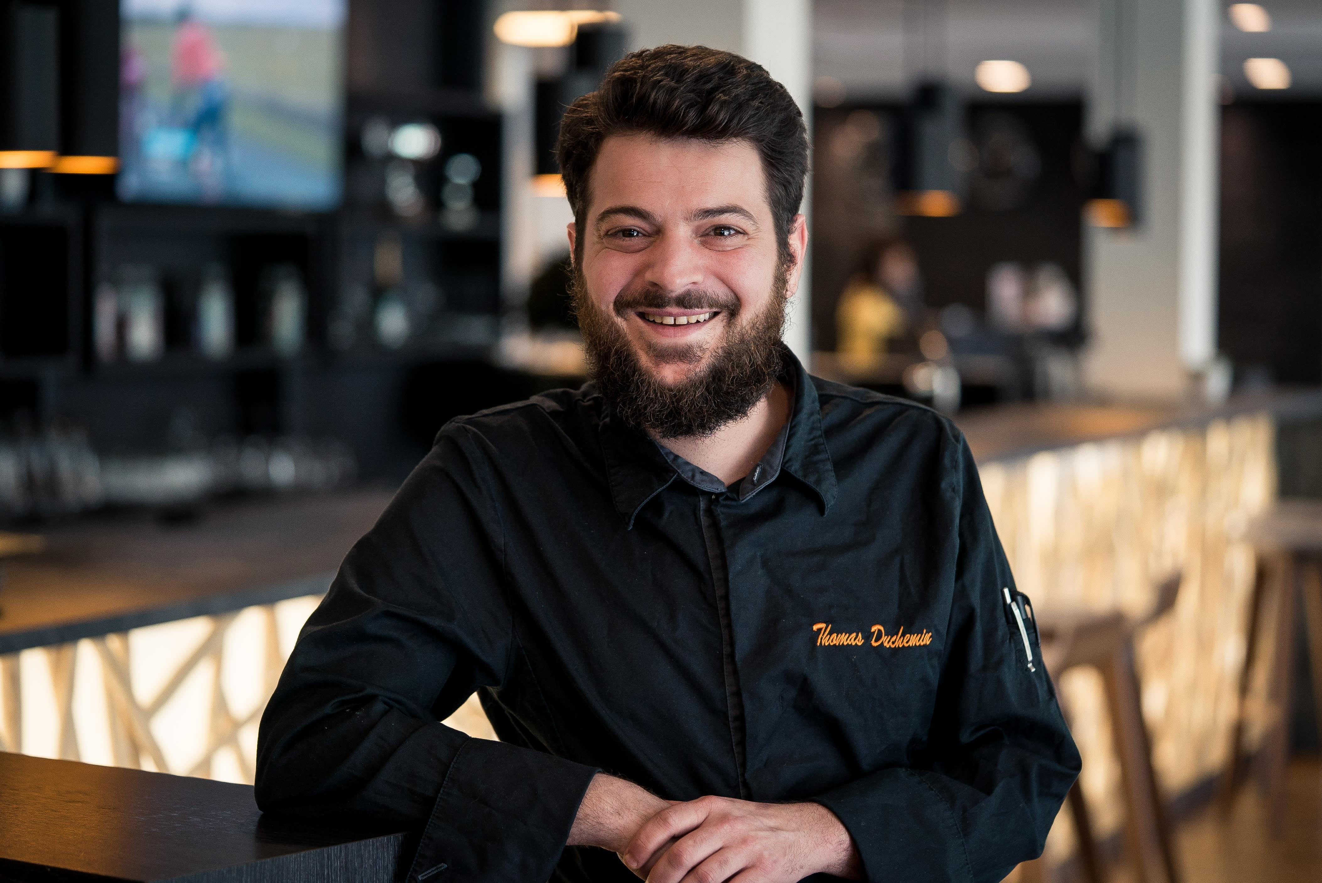 Chef Thomas Duchemin au bar.