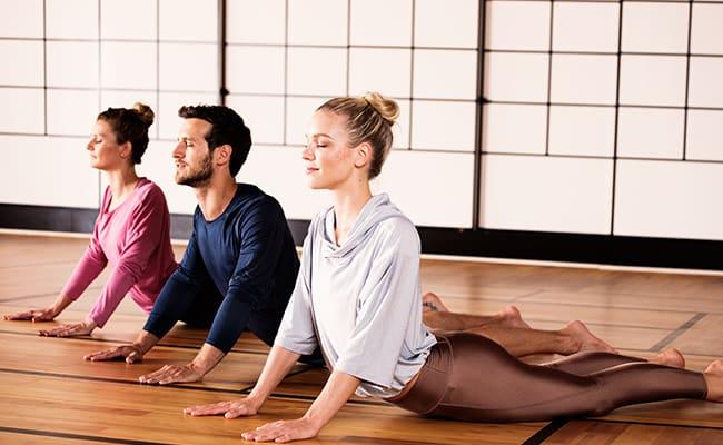 Mitglieder sind beim Yoga