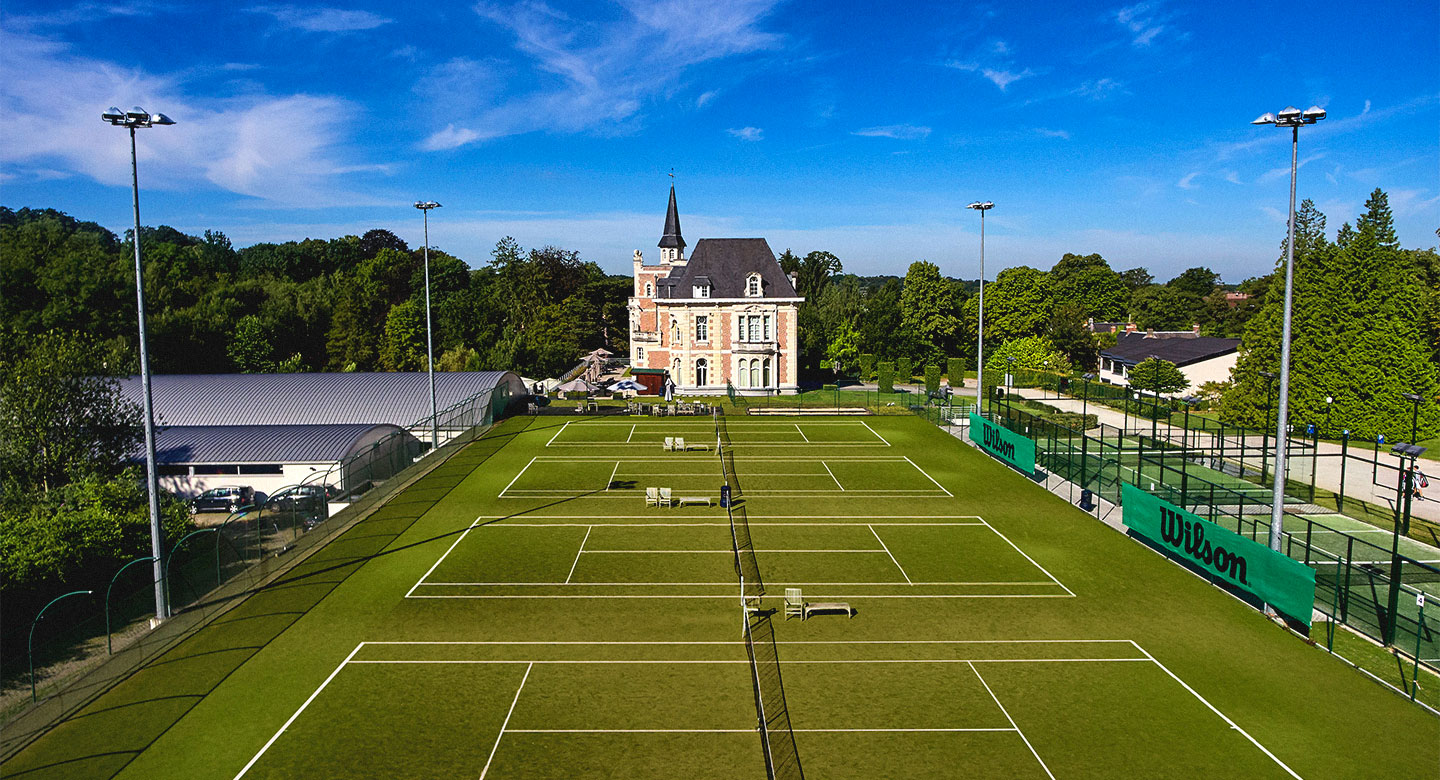 Tennis courts at David Lloyd Brussels